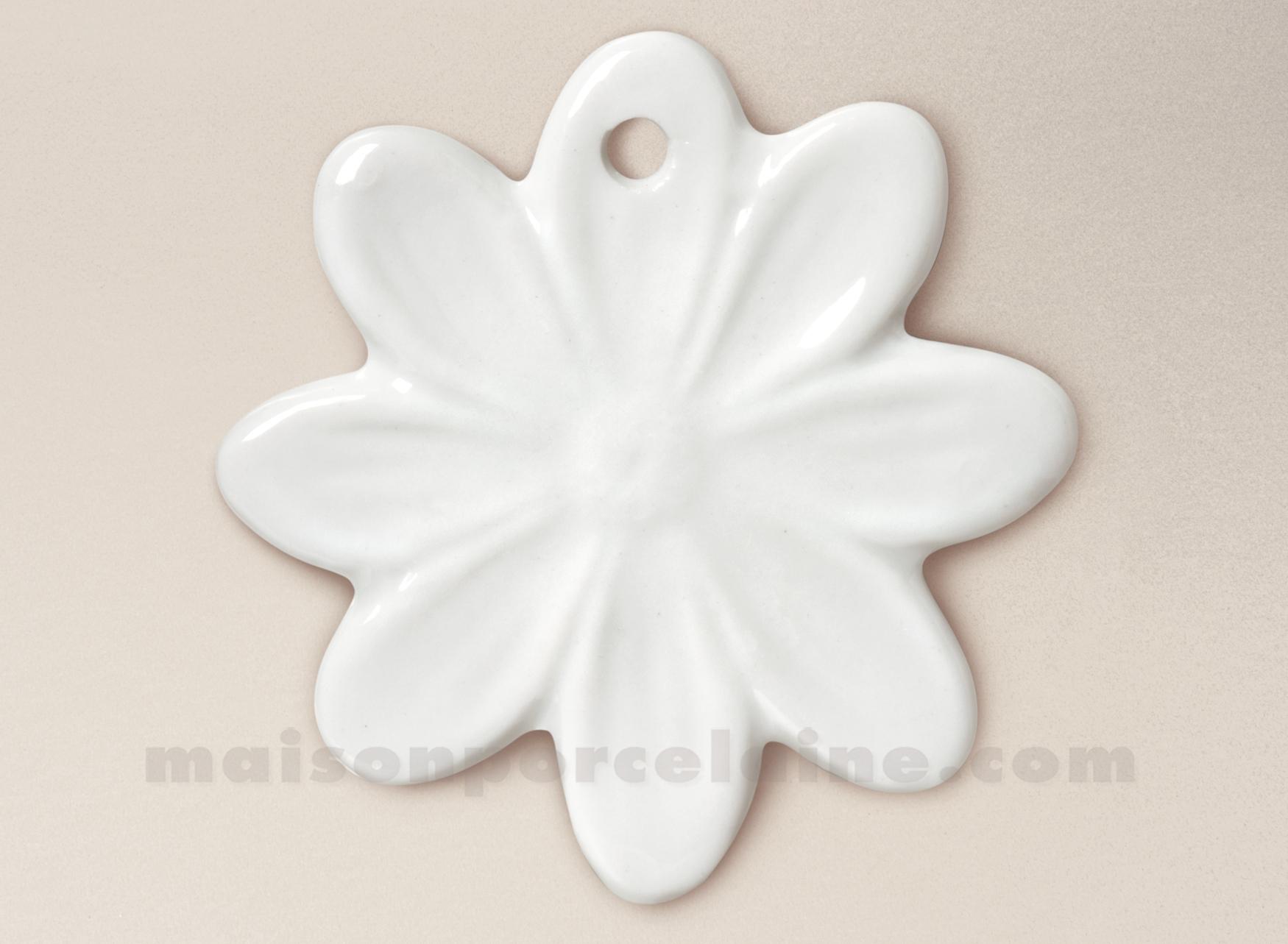 Pendentif medaillon porcelaine blanche a peindre daisy 5x3 maison de la por - La porcelaine blanche ...
